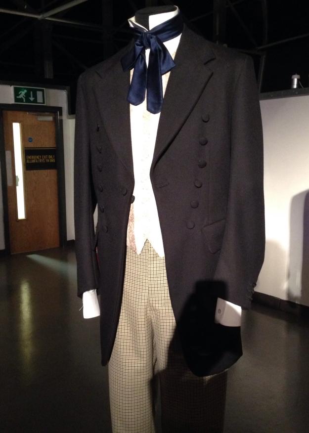 Das typische Outfit des ersten Doctors, ausgestellt in der Doctor Who Experience.